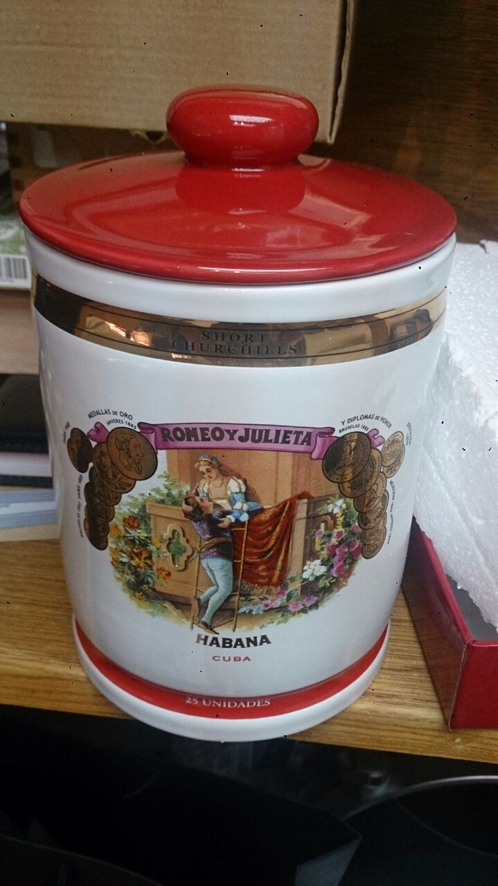 Romeo y Julieta (RYJ) Short Churchills Humidor Jar